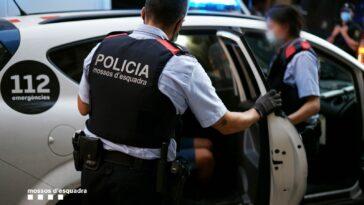 roman evacuat cu forta dintr-o casa ocupata la Barcelona