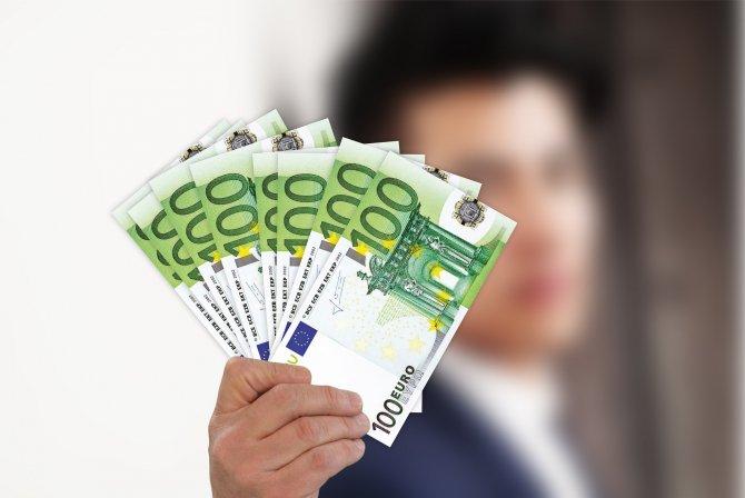 bani romani strainatate