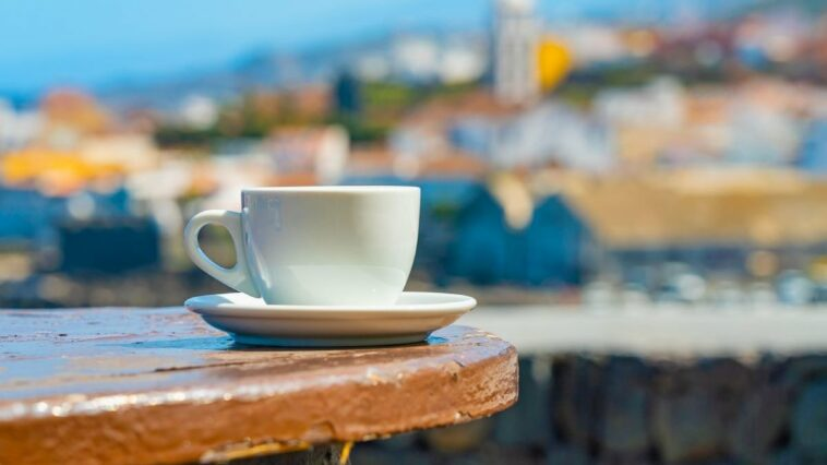 arestata chelnerita spania servit cafea rece